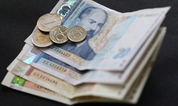 Младеж намери портмоне с пари и документи на улицата, върна ги