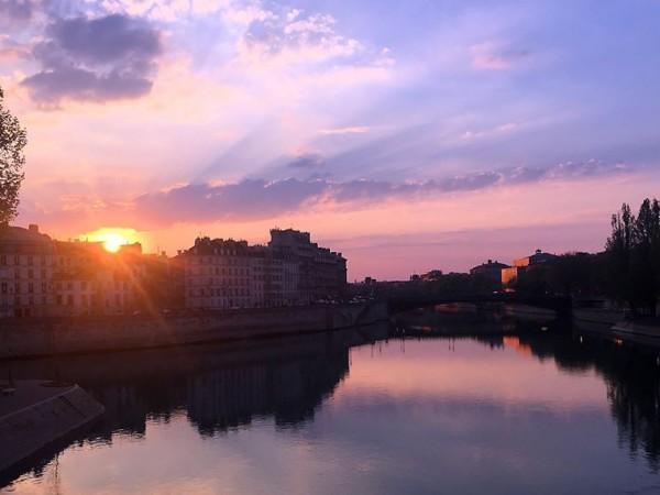 Когато Десислава Христова заминава за Париж през февруари, едва ли