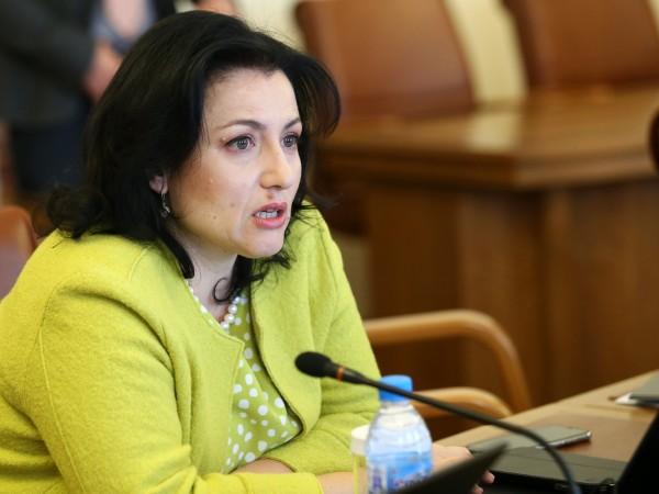 Според земеделския министър Десислава Танева решението на ВАС не поставя