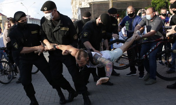Най-малко 80 арестувани на протест в Минск