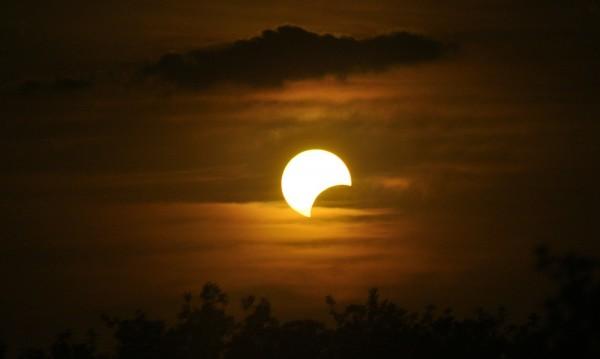 Първият ден на лятото идва със слънчево затъмнение