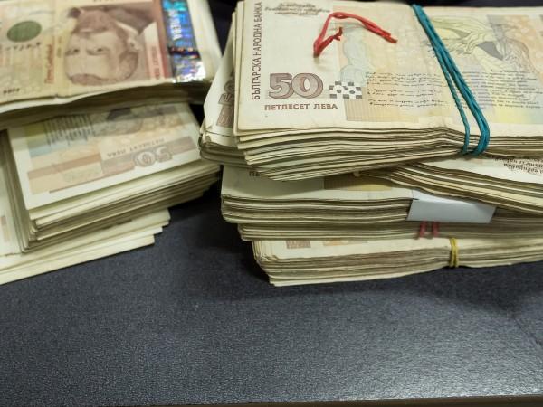 Счетоводителка от Димитровград присвоила над 210 000 лева за половин