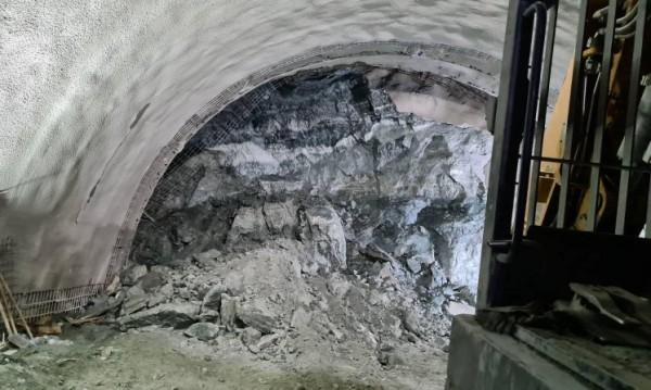 """Проектант на """"Железница"""": Техническа грешка в тунела е малко вероятна"""