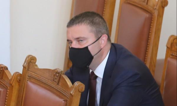 Горанов ще информира депутатите за приходите от хазарт за 5 г.