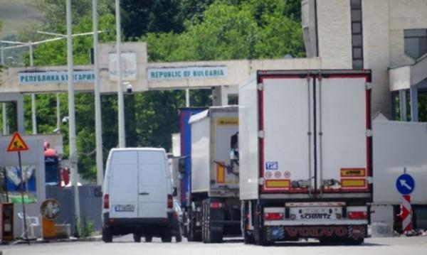 """Интензивен трафик за товарни автомобили на """"Кулата"""" и """"Лесово"""""""