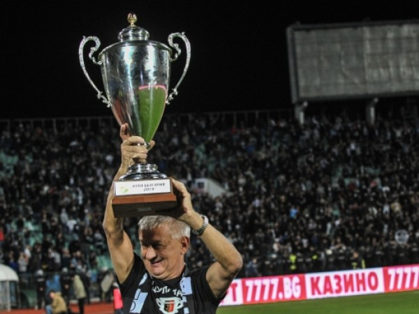 Собственикът на Локомотив Пловдив - Христо Крушарски, надъхва отбора с