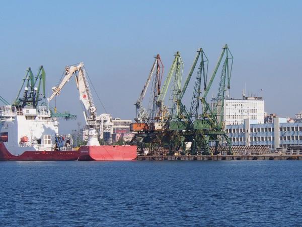 23 кораба, с 388 човека екипаж, са акостирали на пристанище