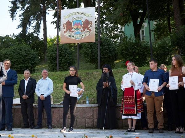 Президентът Румен Радев и абитуриентката Вержиния Малинова обявиха началото на