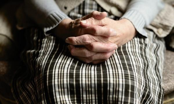 Възрастна жена почина докато изнасилвали трите й племенници