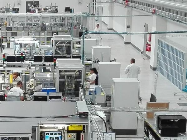 """Германската автомобилна корпорация """"Костал"""" затваря заводите си в Словения и"""