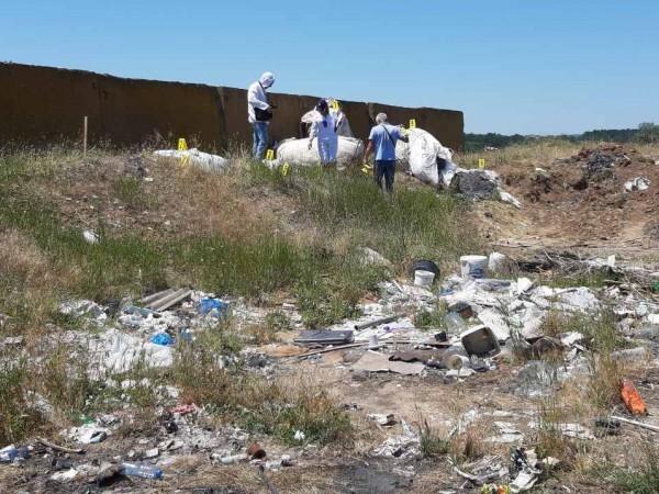 Разследващите откриха над 30 тона отпадъци, заровени в района на