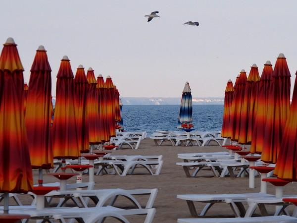 Първите чартърни полети с туристи за Северното Черноморие кацнаха във