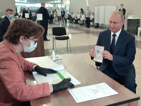 Жителите на Русия одобриха със 77,92 на сто от гласовете