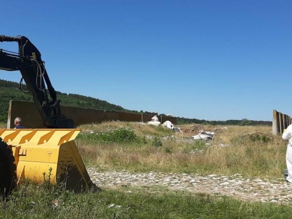 Част от отпадъците от акумулаторни батерии, открити на 1 юли