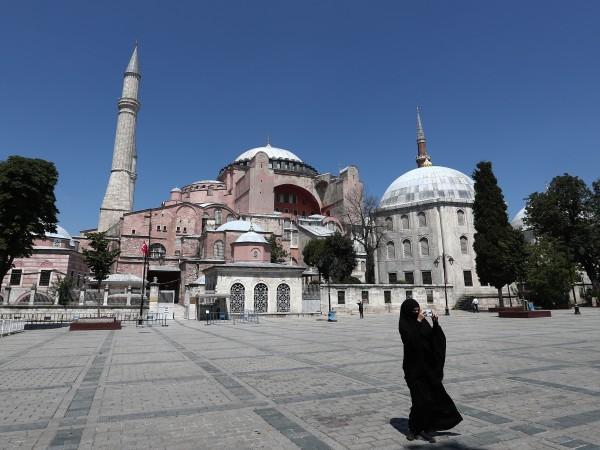 Турция отложи с 15 дни решението за превръщането на църквата