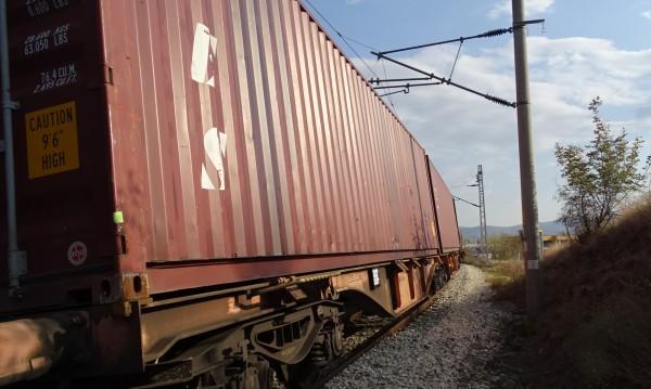 Възрастен шофьор пострада при инцидент с товарен влак