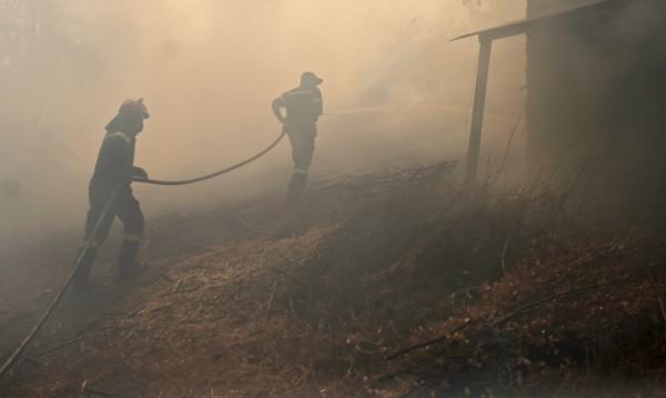 Продължава гасенето на пожара край Разград