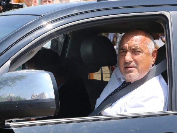 Премиерът Бойко Борисов и министърът на отбраната Красимир Каракачанов присъстват