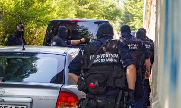 Прокуратурата иска постоянен арест за приближени на Божков