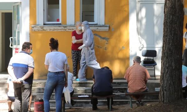 Извънредно положение в десет общини на Сърбия заради COVID-19