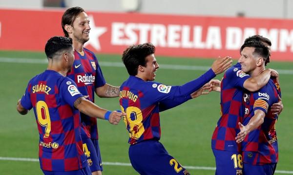 Барселона победи Виляреал и продължава да преследва Реал