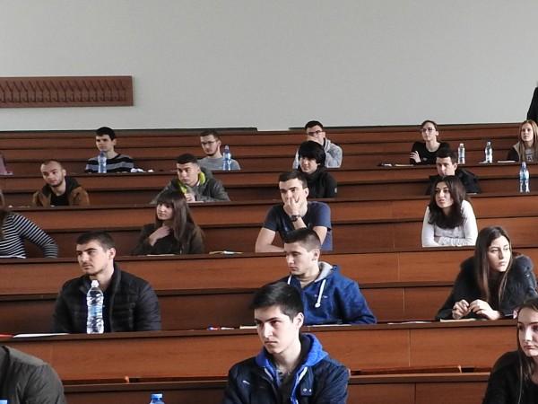В Плевен утре се явяват 740 кандидати за студенти в