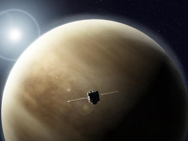 Отдалеч Венера изглежда като най-необитаемата планета от всички. Под атмосферата