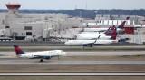Птици вдлъбнаха носа на самолет – кацна аварийно в Ню Йорк