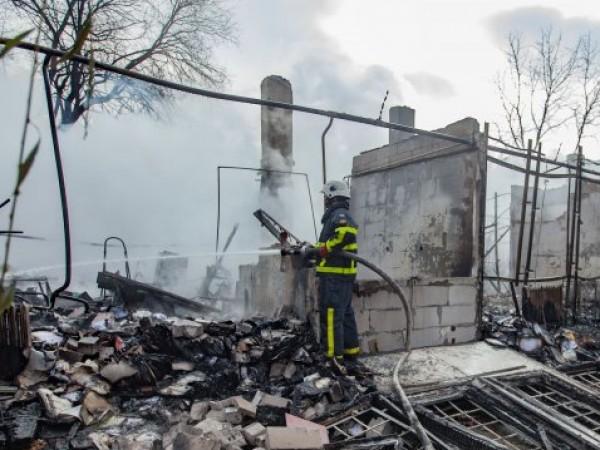 Пожар е пламнал в завод за преработка на пластмаси в