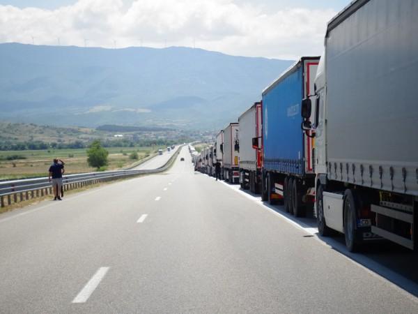 """Трафикът на граничния контролно-пропускателен пункт """"Кулата"""" отново е интензивен за"""