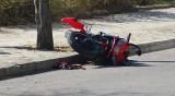 Моторист с опасност за живота след катастрофа в Девня