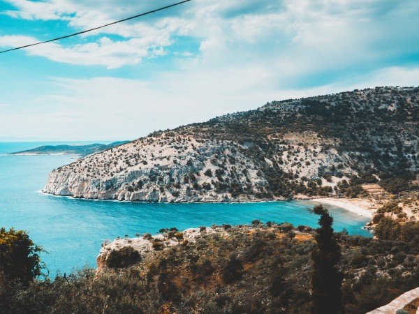 Четирима туристи на гръцкия остров Тасос са дали положителни проби