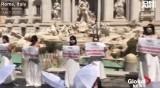 Бъдещи булки на протест в сватбени рокли в Рим