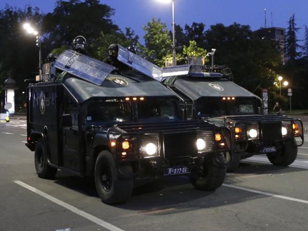 Полицията в Белград използва и днес сълзотворен газ, за да
