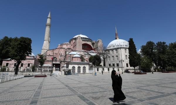 """Турски медии: Решено е, църквата """"Св. София"""" става джамия"""