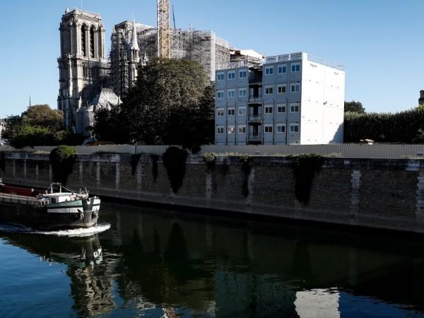 """Парижката катедрала """"Нотр Дам"""" ще бъде възстановена в автентичния си"""