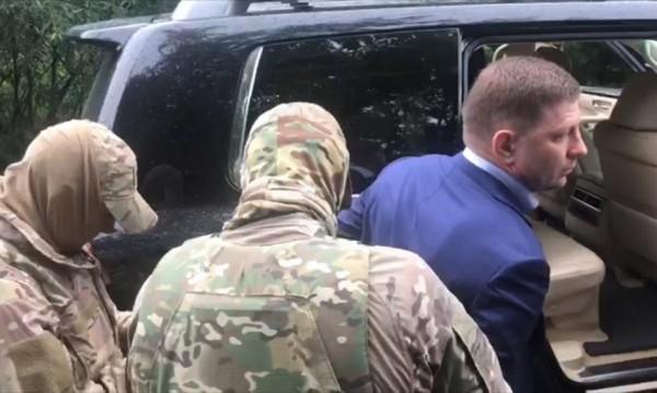 Арестуваха губернатор в Русия за поръчкови убийства