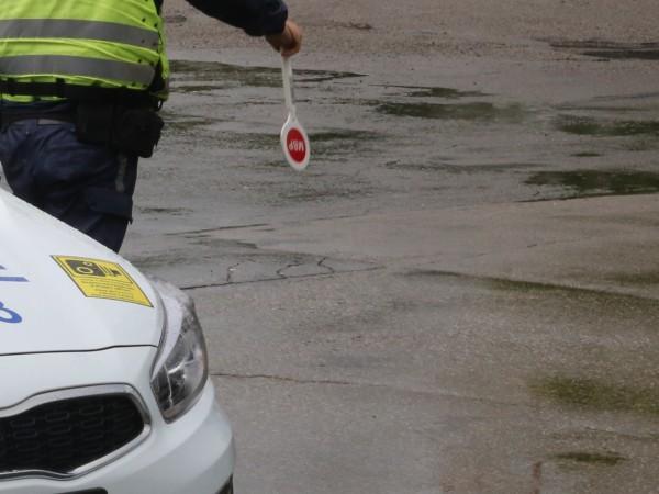 63-годишен мъж от заветското село Острово е задържан за шофиране