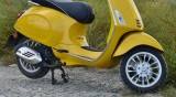 Младеж подкара мотопед, блъсна се в кола и загина