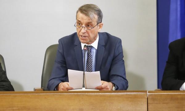 Проф. Костов: Заради запалянковците ще пострадат артистите