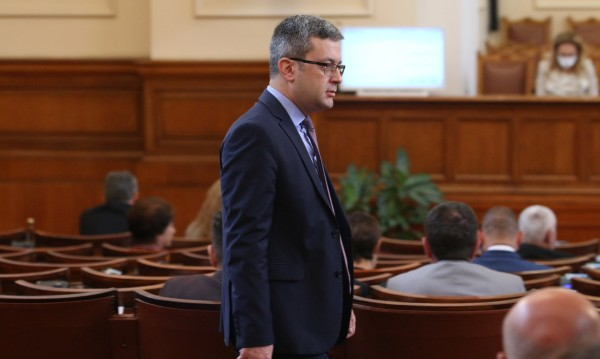 ГЕРБ отвръща на удара, свиква контрапротест и иска извинение от Радев