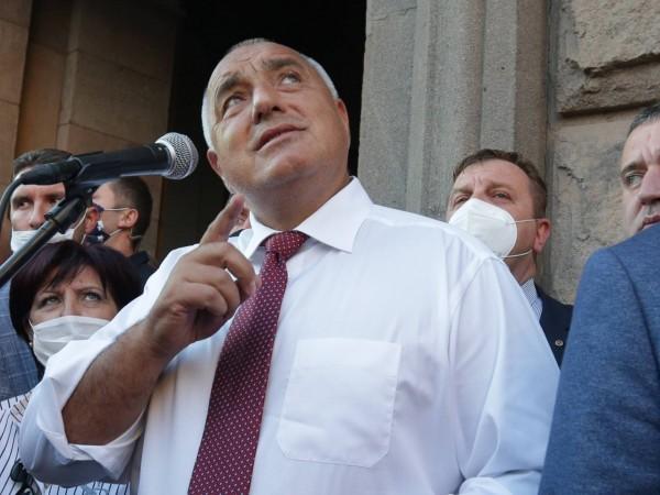 И премиерът Бойко Борисов излезе пред протестиращите. Той говори на