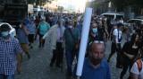 Напрежение след протестите, замерят рейсове с бутилки