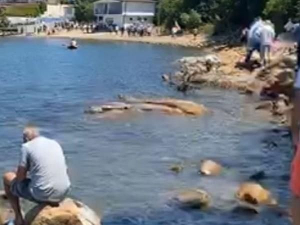 """Част от протестиращите достигнаха до каменния бряг на """"Росенец"""".Още по"""