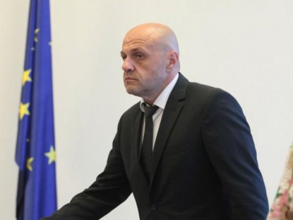 Според социалния министър Деница Сачева политически екстремизъм на президента Румен