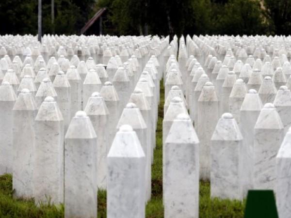 Босненските мюсюлмани почитат днес паметта на жертвите на геноцида в