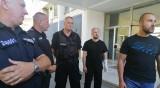 Пострадалите полицаи: Групи търсеха агресия срещу нас