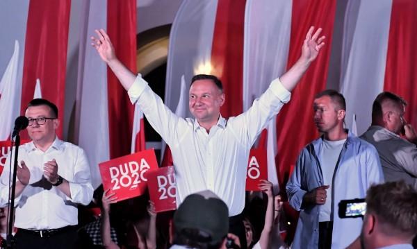 Президентските избори в Полша - на ръба на бръснача