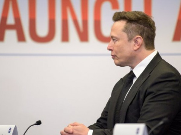 Състоянието на главния изпълнителен директор на Tesla Inc. Илън Мъск