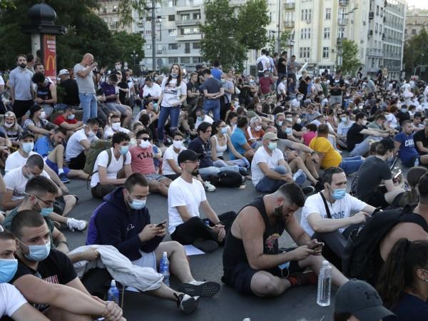 Почти няма край в Сърбия, където броят на заразените с